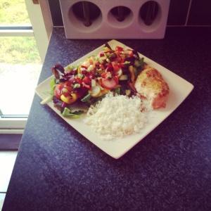 Cajun chicken, cauliflower rice and salad