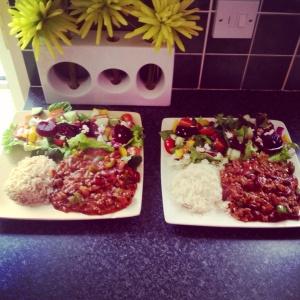 Tex mex chilli, cauliflower rice and salad